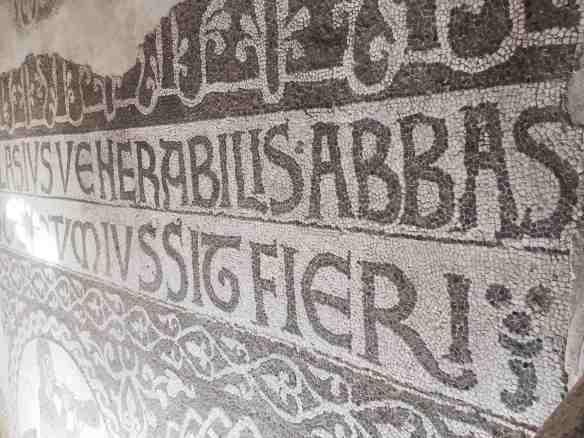 L'iscrizione mosaicata